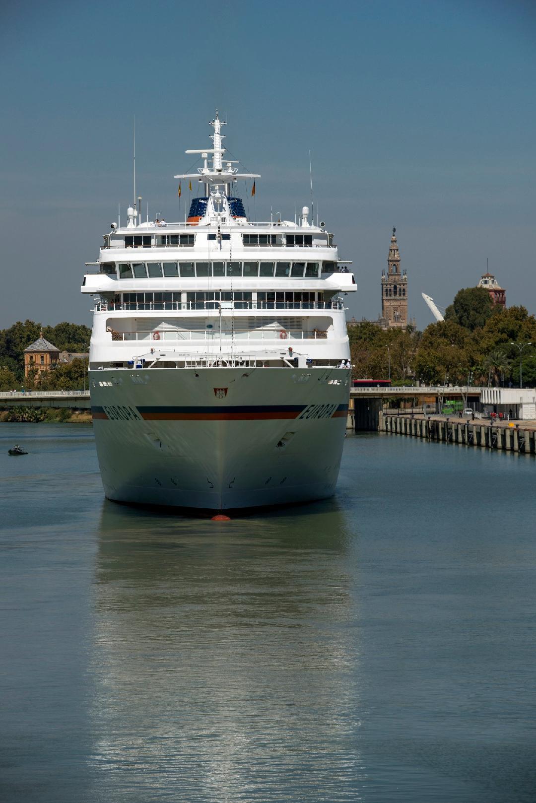 Sevilla se promociona como destino de cruceros y capta una veintena de reservas para los próximos 3 años en la principal feria mundial
