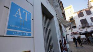 El Ayuntamiento busca fórmulas para limitar el número de pisos turísticos