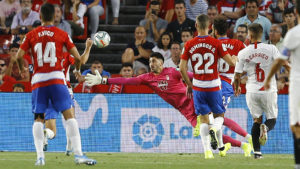 El Sevilla FC, líder provisional de la tabla tras vencer al Granada