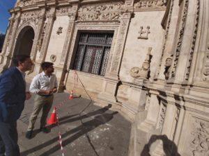 Atacan la Cruz de la Inquisición del Ayuntamiento y no puede grabarse porque la cámara estaba estropeada