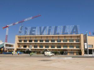 El Aeropuerto de Sevilla inicia la demolición de su fachada más emblemática