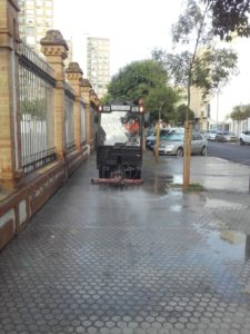 Lipasam refuerza la limpieza alrededor de los colegios antes del inicio del curso