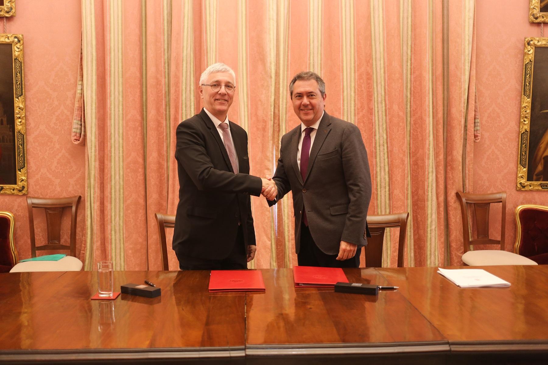 Sevilla y Toulouse firman un convenio para impulsar su industria aeroespacial