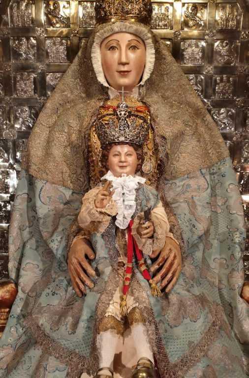 La Virgen de los Reyes se engalana para la festividad de la Inmaculada