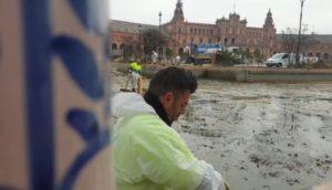 Comienzan los trabajos anuales de limpieza de la ría de la plaza de España