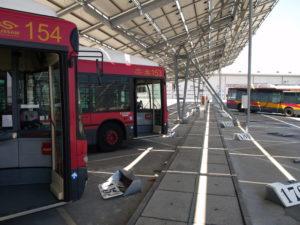 El Ayuntamiento cierra los centros municipales para mayores y desinfecta los vehículos de Tussam