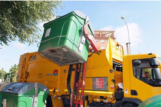 El Ayuntamiento aprueba una reducción en la tasa de basura para empresas y autónomos