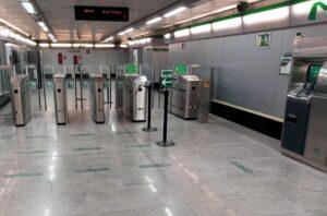 Metro de Sevilla refuerza la señalización para ayudar al usuario