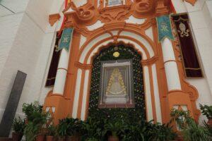 Las calles de Almonte se engalanan en honor a la Virgen del Rocío