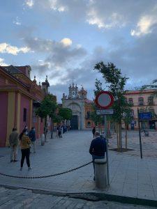 Sevilla entra en la Fase 1 con colas en los principales Templos