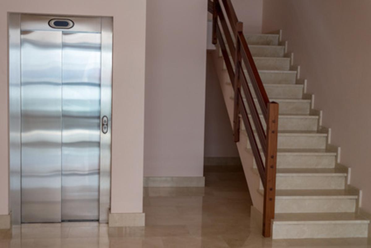 16 ascensores para edificios con graves problemas de accesibilidad y sin recursos