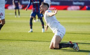 """El Levante le arranca un punto al Sevilla gracias al gol """"en propia"""" de Diego Carlos"""
