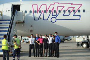 El Aeropuerto de Sevilla recibe el primer vuelo de la ruta de Wizzair con Bucarest