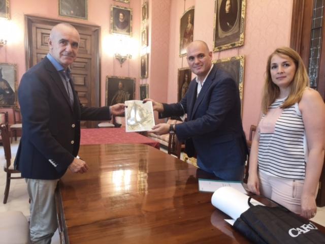 El Ayuntamiento se adhiere a las propuestas de denominar al aeropuerto Diego Velázquez y elevará la iniciativa al Ministerio de Fomento y AENA