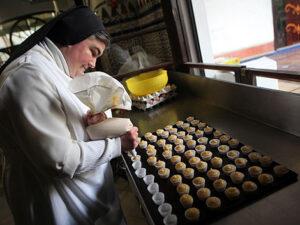 Los dulces del convento de Santa Inés, a la venta en los Carrefour de Sevilla