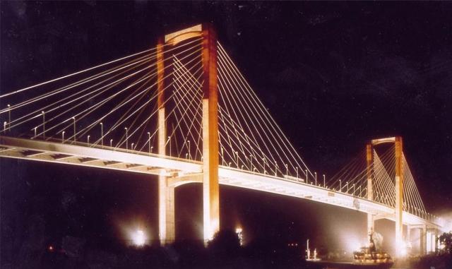 El Gobierno autoriza la licitación del contrato para las obras que ampliarán el número de carriles del Puente del Centenario