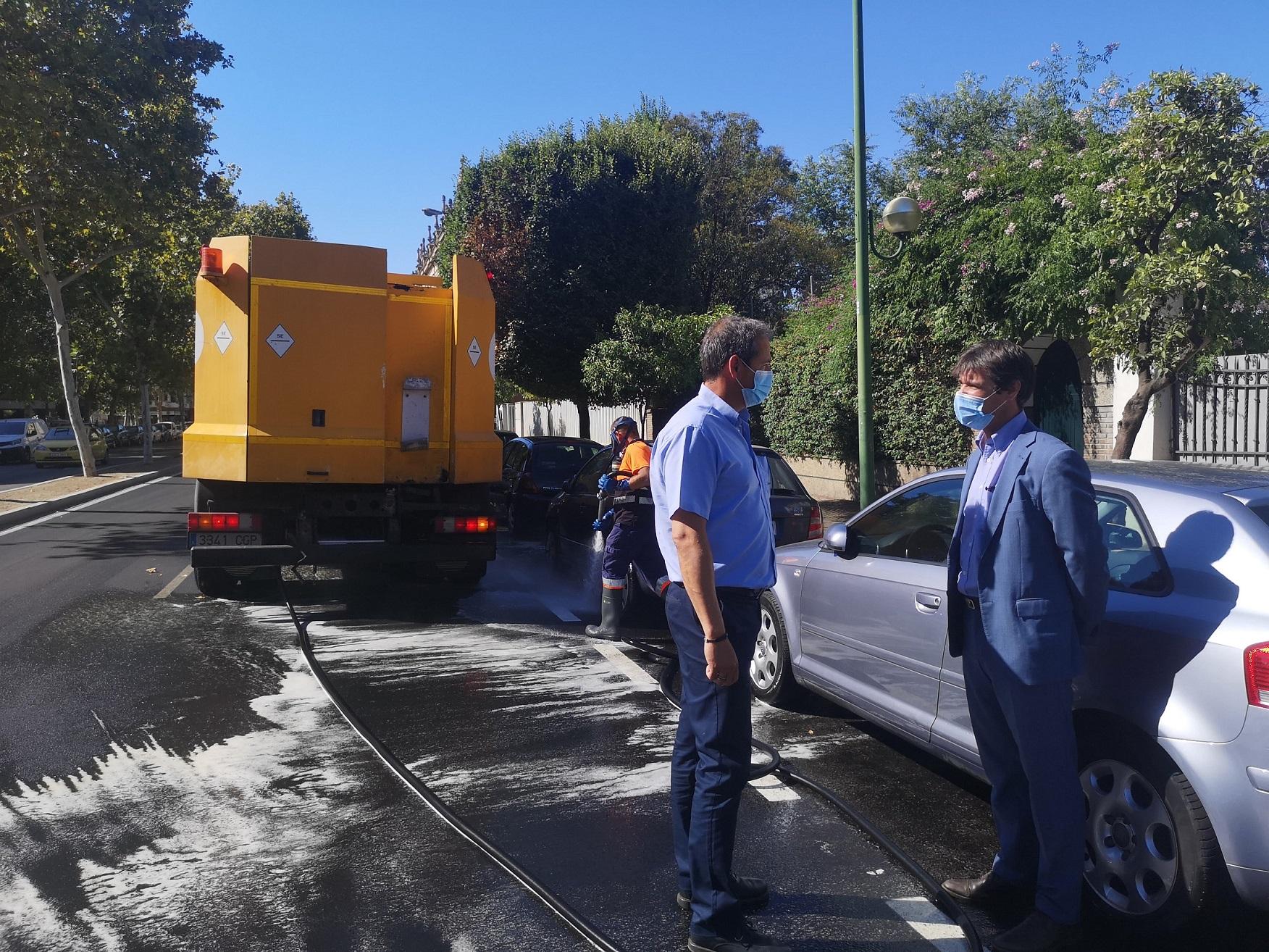 Lipasam aprueba un nuevo plan especial de refuerzo del baldeo y desinfección