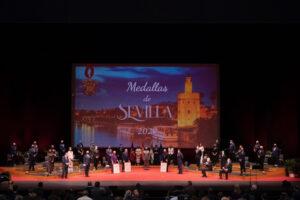 Sevilla celebra la entrega de las distinciones honoríficas de la ciudad