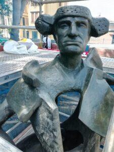 Trabajos de limpieza y conservación en la escultura de Juan Belmonte del Altozano