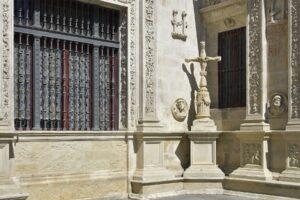 Licitada la restauración integral de la Cruz de la Inquisición del Ayuntamiento