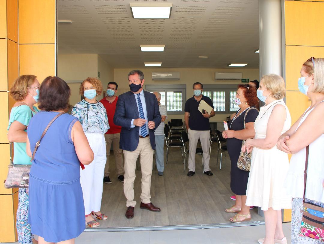 Sevilla Este suma un nuevo centro vecinal en la calle Carme Chacón