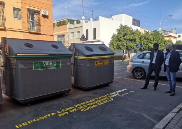 Campaña de Lipasam para concienciar sobre el reciclaje y el abandono de basura fuera de los contenedores
