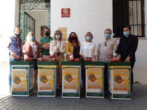 Triana se vuelca en la campaña de recogida de alimentos de Cáritas