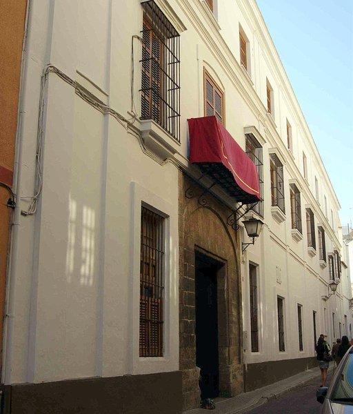 La Junta medicaliza el Convento de las Hermanas de la Cruz, que cuenta con 83 positivos por COVID-19