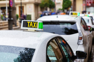Junta y Ayuntamiento perfilan el convenio para reforzar la inspección de taxi y VTC