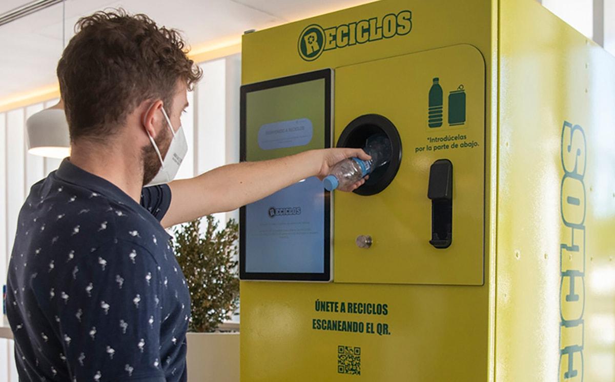 Lipasam y Ecoembes premian el reciclaje de plástico en los contenedores amarillos