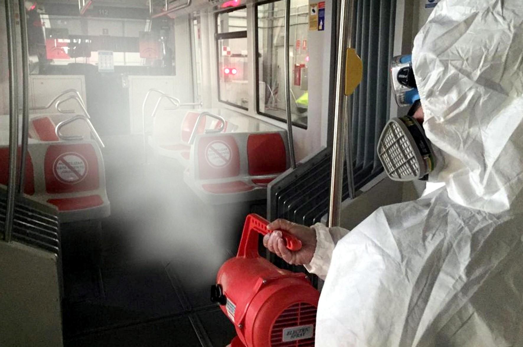 Metro de Sevilla aplica una desinfección con microgotas que llega a zonas de difícil acceso