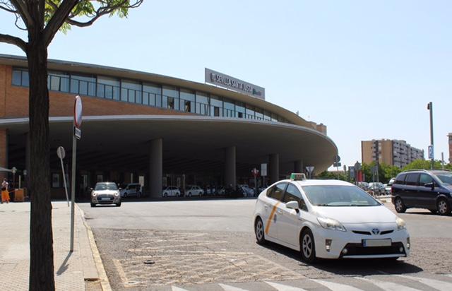 El Taxi se moderniza con precios cerrados y servicios compartidos