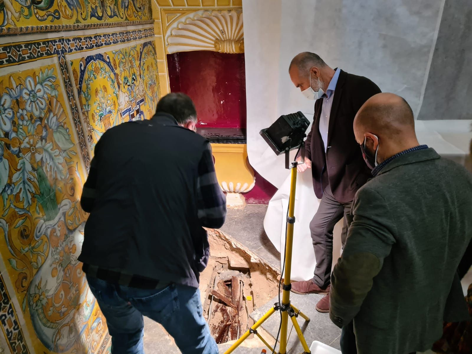 Nuevos secretos del Alcázar al descubierto: hallado un sarcófago con los restos de una niña