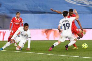 El Sevilla FC se deja dos puntos en el descuento