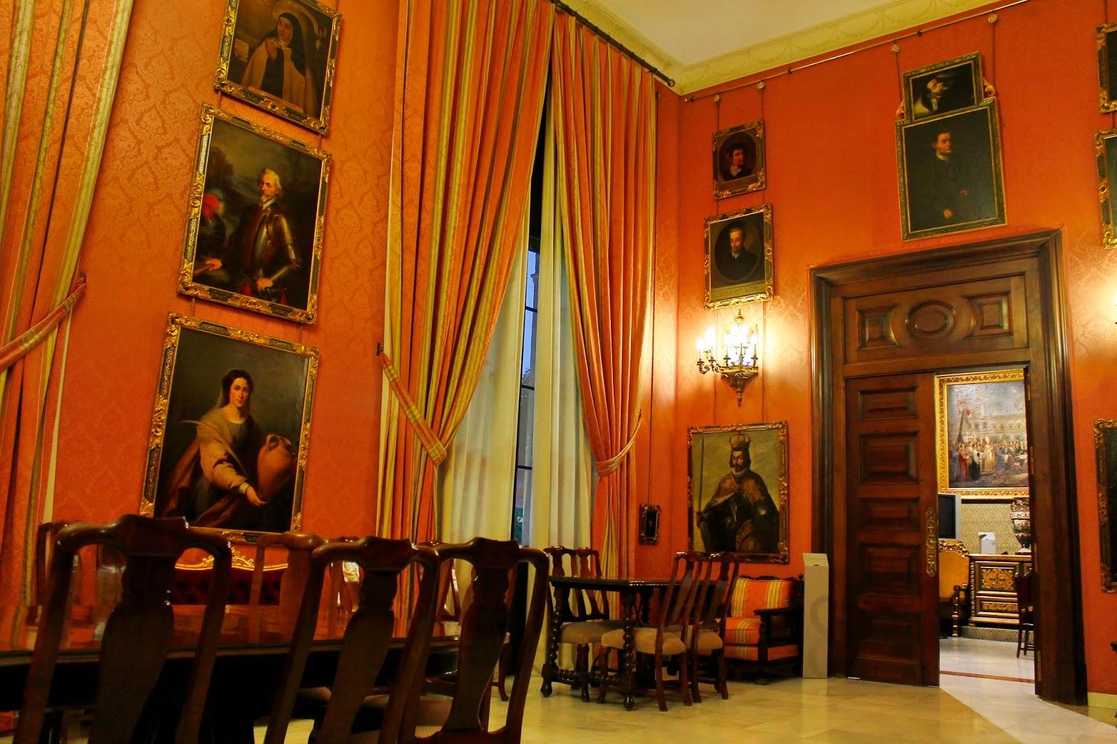 A restauración once óleos sobre lienzo de la pinacoteca de la Casa Consistorial