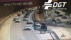 Más de 4.000 vehículos utilizaron en la tarde del domingo el tercer carril adicional de la AP-4 en sentido Sevilla