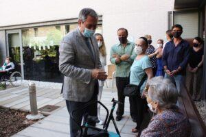 Lee más sobre el artículo El alcalde visita a los mayores de la residencia de Santa Justa en la que se originó un incendio el pasado 5 de enero causando una víctima