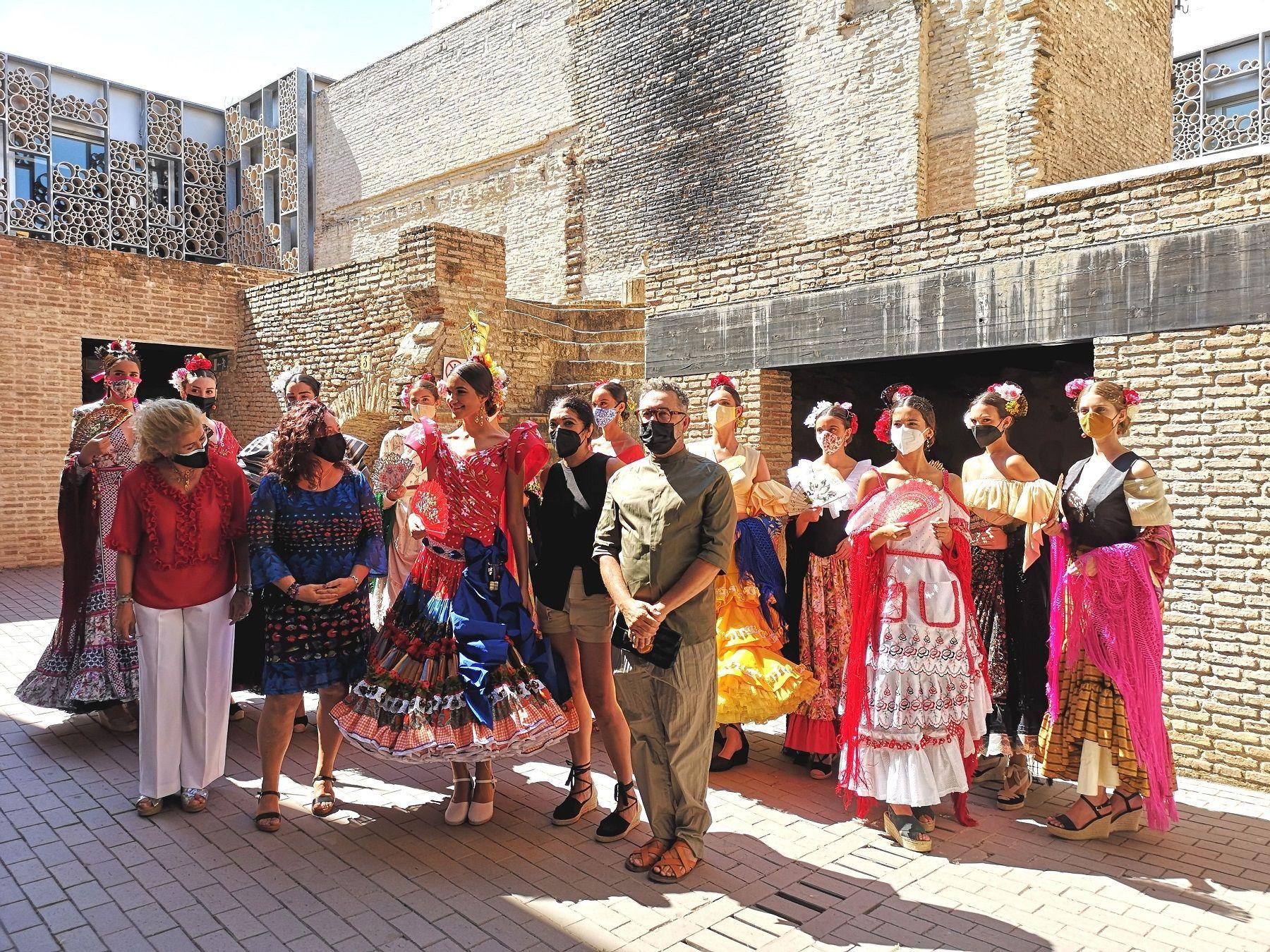 """En este momento estás viendo La Velá de Santiago y Santa Ana se despide hoy con la presentación del vestido """"Santanita"""" diseñado por Qlamenco y con los últimos conciertos en el antiguo Hotel Triana"""