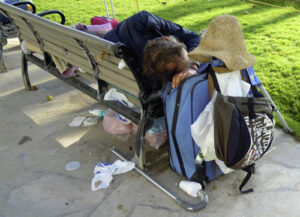 Lee más sobre el artículo Aprobadas por unanimidad 56 formas de ayuda para mejorar la salud, la higiene y la inserción laboral de las personas sin hogar