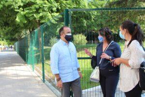 Lee más sobre el artículo El Ayuntamiento acomete el vallado del parque ubicado en la calle Campamento, del Distrito Nervión